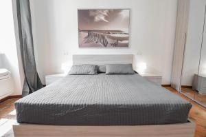 A bed or beds in a room at Bellagio Apartment
