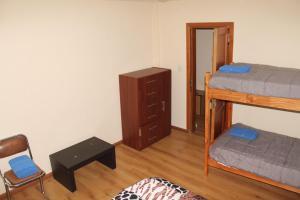 Una cama o camas cuchetas en una habitación  de Departamento Centro Cívico