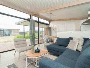 A seating area at Sea Lodge Ameland 5