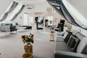 A restaurant or other place to eat at Coco Chanel Boutique Apartment
