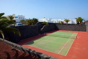 Tennis and/or squash facilities at Bungalows Coloradamar or nearby