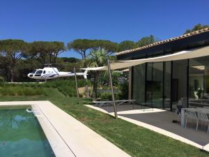 Piscine de l'établissement Villa de prestige a Ramatuelle ou située à proximité