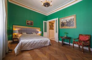 Postelja oz. postelje v sobi nastanitve Filip's Palace Luxurious Apartment