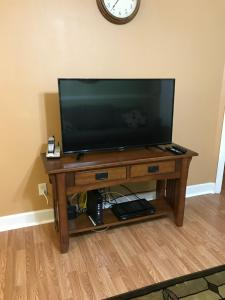 A television and/or entertainment centre at Grand Palms - 8838-A