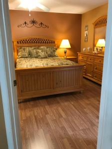 A bed or beds in a room at Grand Palms - 8838-A