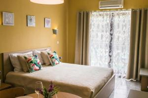 A bed or beds in a room at Ericeira Beachtour