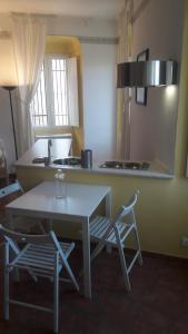 A kitchen or kitchenette at Residence La Vela - Residenza d'Epoca