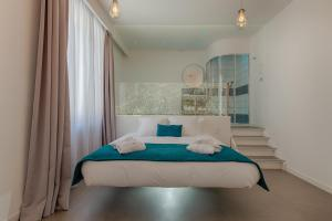 A bed or beds in a room at Ô'dreams Loft & Spa
