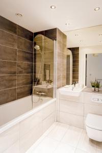 A bathroom at Rethink Serviced Apartments - Brighton Marina