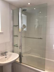 A bathroom at Crosspark
