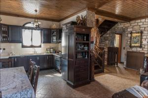 A kitchen or kitchenette at Stone Mansion Anavryti