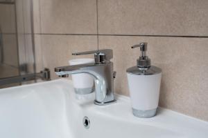 A bathroom at Apartments Tara