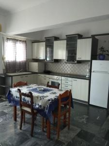 A kitchen or kitchenette at Vaiosa