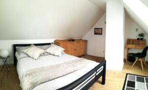A bed or beds in a room at Ferienhaus Schleeff