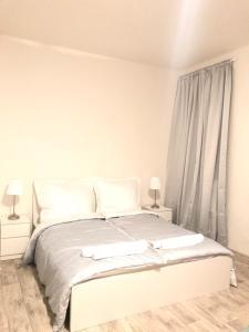 Ein Bett oder Betten in einem Zimmer der Unterkunft S&S Riverside Apartments