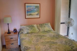 A bed or beds in a room at Maui Vista 3105