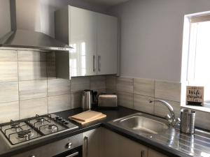 A kitchen or kitchenette at Berkeley St Apartment