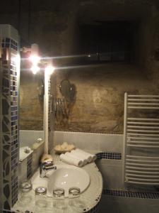 A bathroom at Gite la Tour