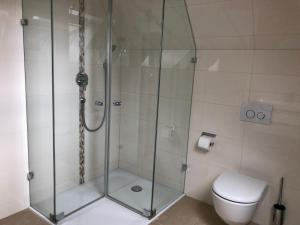 A bathroom at Dachgeschosswohnung
