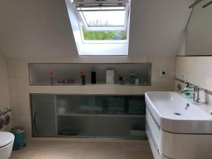 A kitchen or kitchenette at Dachgeschosswohnung