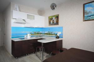 Кухня или мини-кухня в Apartment Antonova 5L