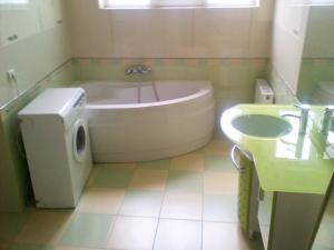 A bathroom at Ana