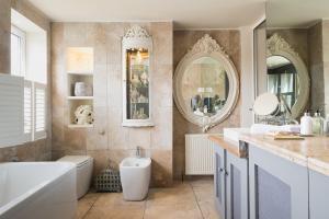 A bathroom at Beach Apartment Pop Up Living