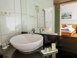 Een badkamer bij Playitas Villas