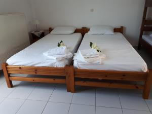 A bed or beds in a room at Pantelatos Studios