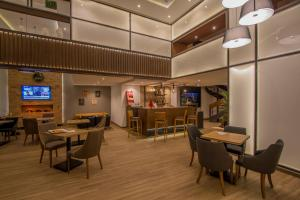 A restaurant or other place to eat at Melliber Appart Hotel