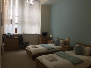 A bed or beds in a room at Stunning Glasgow City Centre Apartment