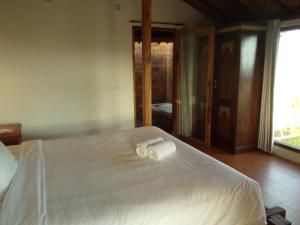 A bed or beds in a room at Green Bowl Beach Villas