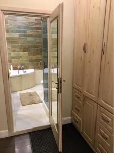 Ванная комната в Apartament Olsztyn: Kamienica nad jeziorem jak w domu
