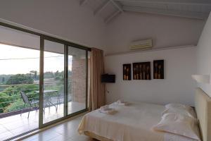 Кровать или кровати в номере Gerakari Suites