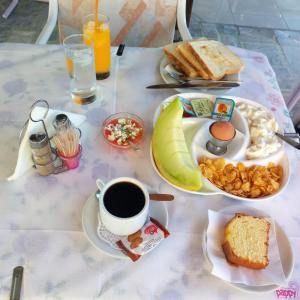 Breakfast options available to guests at Sun City