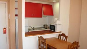A kitchen or kitchenette at Apartamentos Martha's