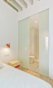 A bathroom at MyFlats Luxury City Center