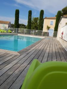 The swimming pool at or close to Locabed - Le Mas Des Cigales