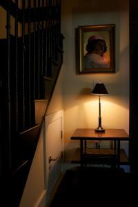 A seating area at Kitsilano Home 2 Home