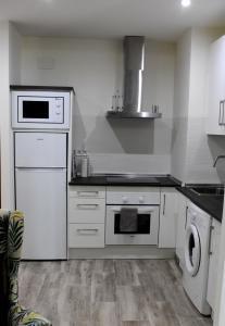 Kuchyňa alebo kuchynka v ubytovaní Club Maritimo at Ronda III