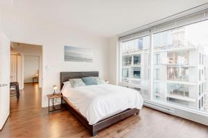 A bed or beds in a room at Place des festivals furnished apartments