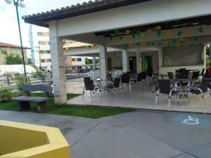 A restaurant or other place to eat at Condominio Port. da cidade Aracaju