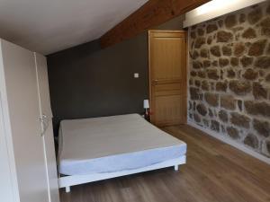 Un ou plusieurs lits dans un hébergement de l'établissement La grange de la chouette