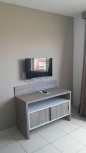 A television and/or entertainment center at Apartamento no Riviera Park