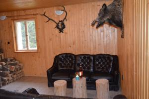 A seating area at Chata Grizzly