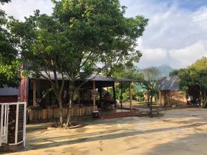 Tòa nhà nơi nhà gỗ tọa lạc