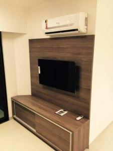 A television and/or entertainment centre at Flat Green Ville Prime Select