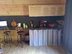 Een keuken of kitchenette bij La Grange et Le Nid