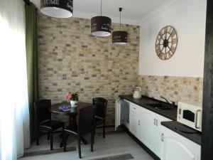 A cozinha ou cozinha compacta de Ego Studio