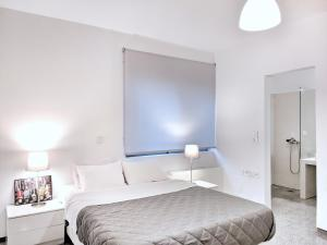A bed or beds in a room at Brand new budget apartment next to Iaso and Oaka